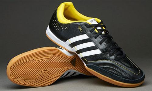 Простые, но удобные Adidas 11nova IN