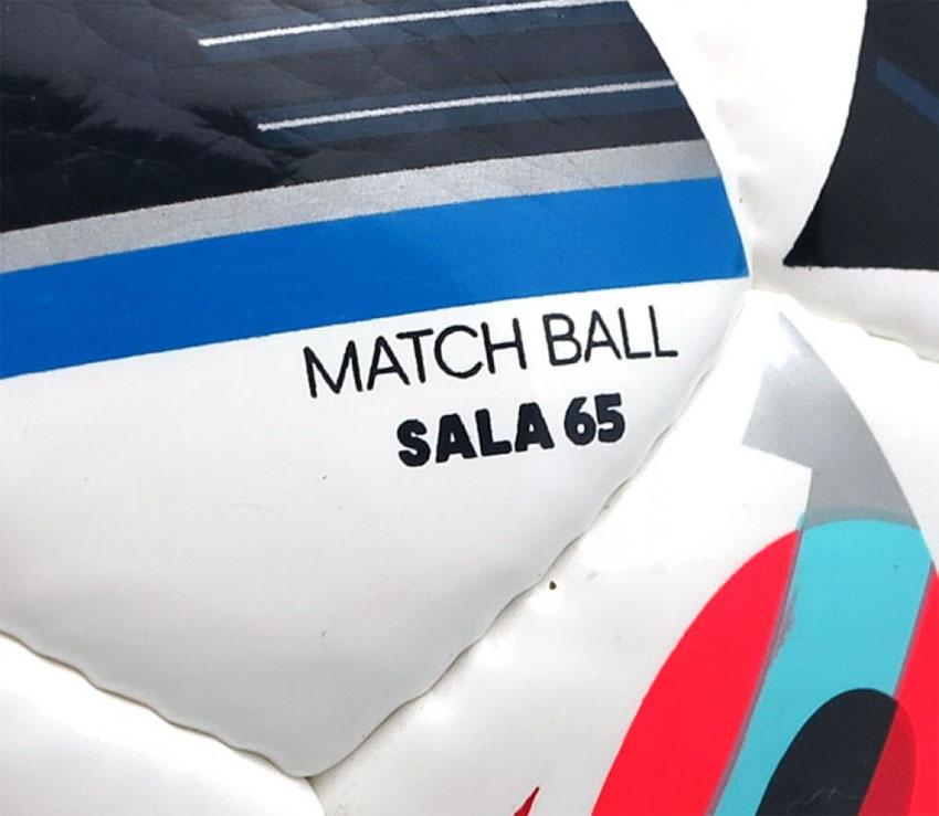 футзальный мяч Adidas