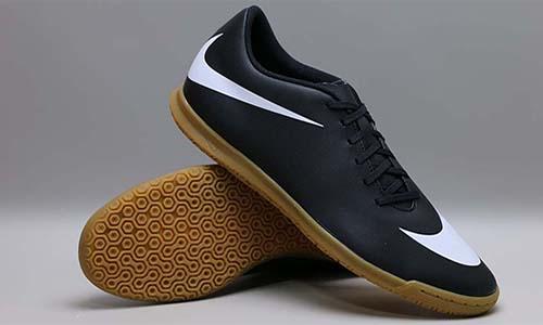 Предельно просто и дешево: футзалки Nike Bravata II